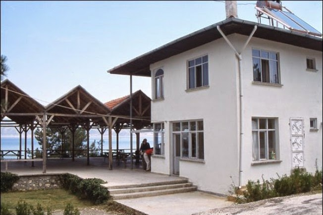 Salda Gölü Belediye Dinlenme Tesisleri