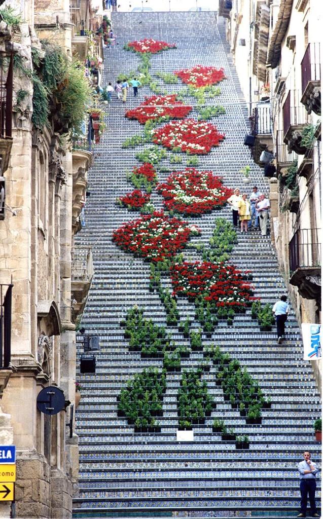 Sicilya Güllü Merdivenler